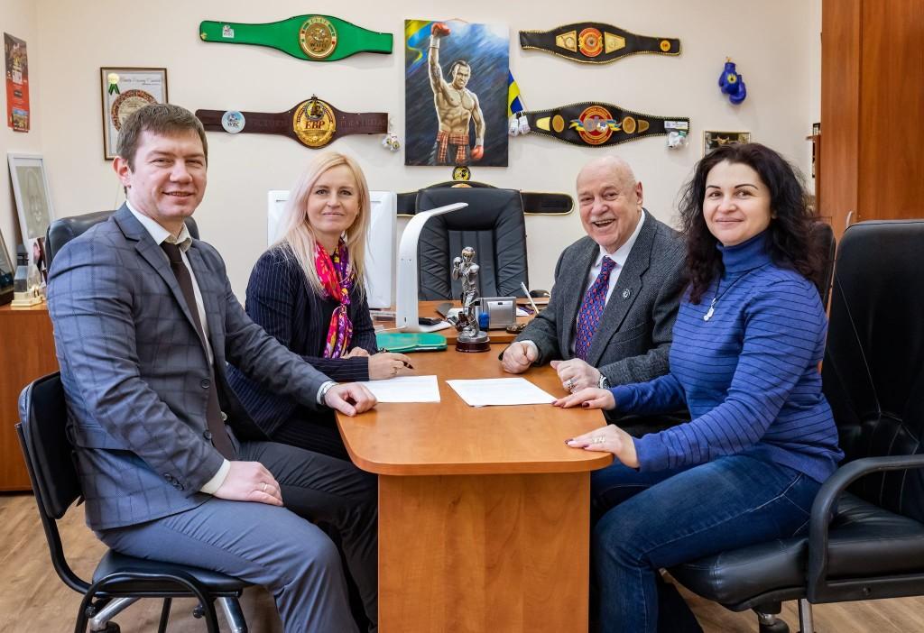 memorandum-boxing-kickboxing-1 Співпраця Всеукраїнської ліги професійного кікбоксингу з Лігою професійного боксу України51170886 140605170215236 6331028106383458304 n  -